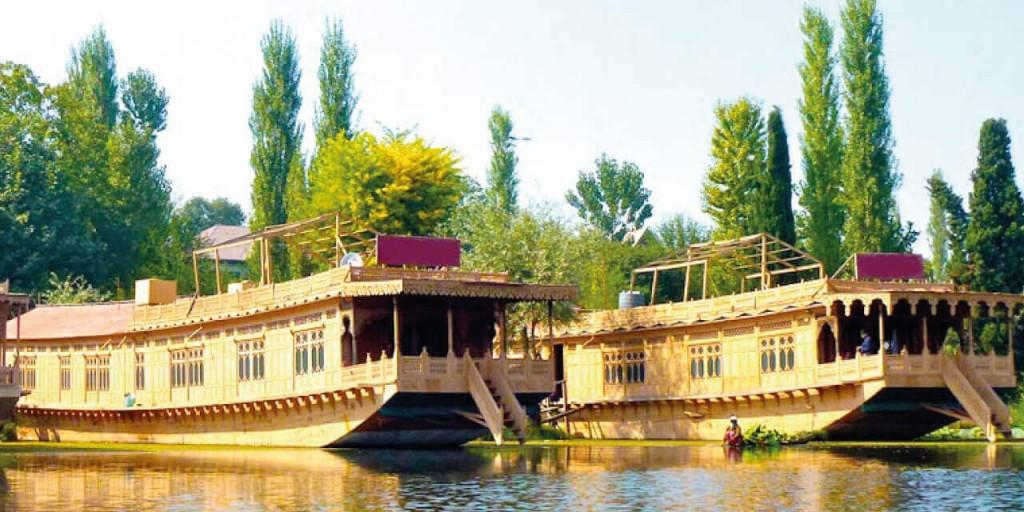 House Boat Stay | Kashmir Tour Kesari tours