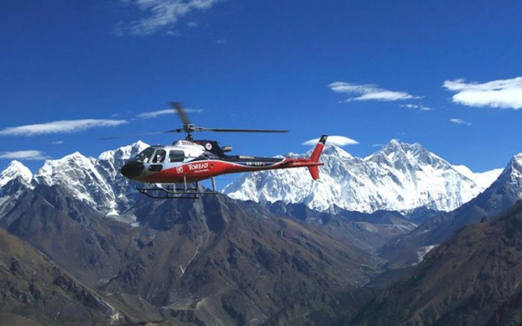 Kesari-Tours-Helicopter Over Everest