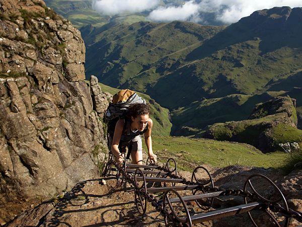 Kesari-tours-Drakensberg-Mountain-climbing