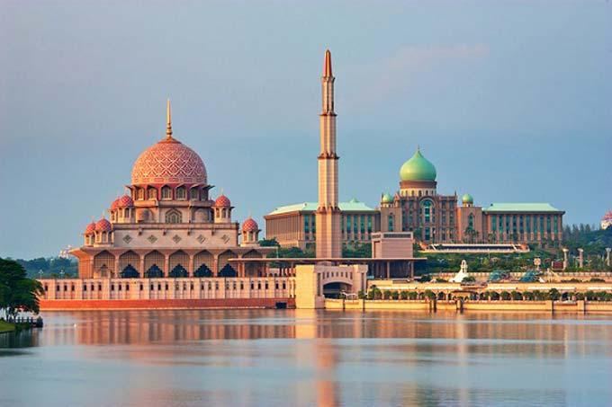 Kesari tours Putrajaya