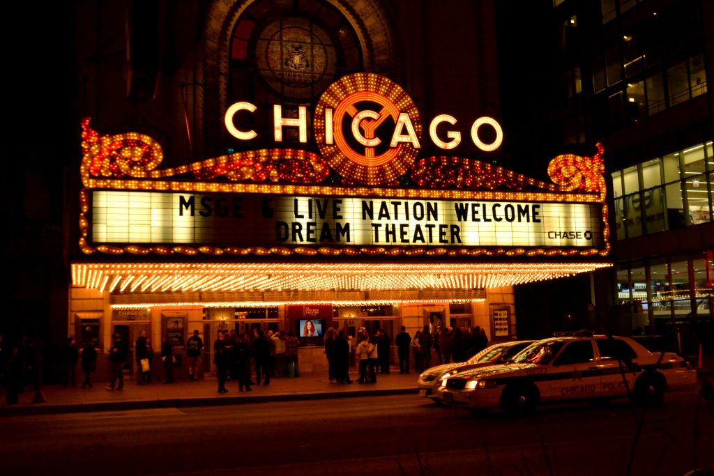 Chicago-Theater-Chicago-night -kesari tours