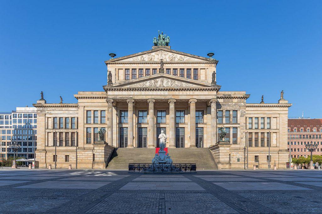 Berlin - Gendarmenmarkt - Kesari Tours