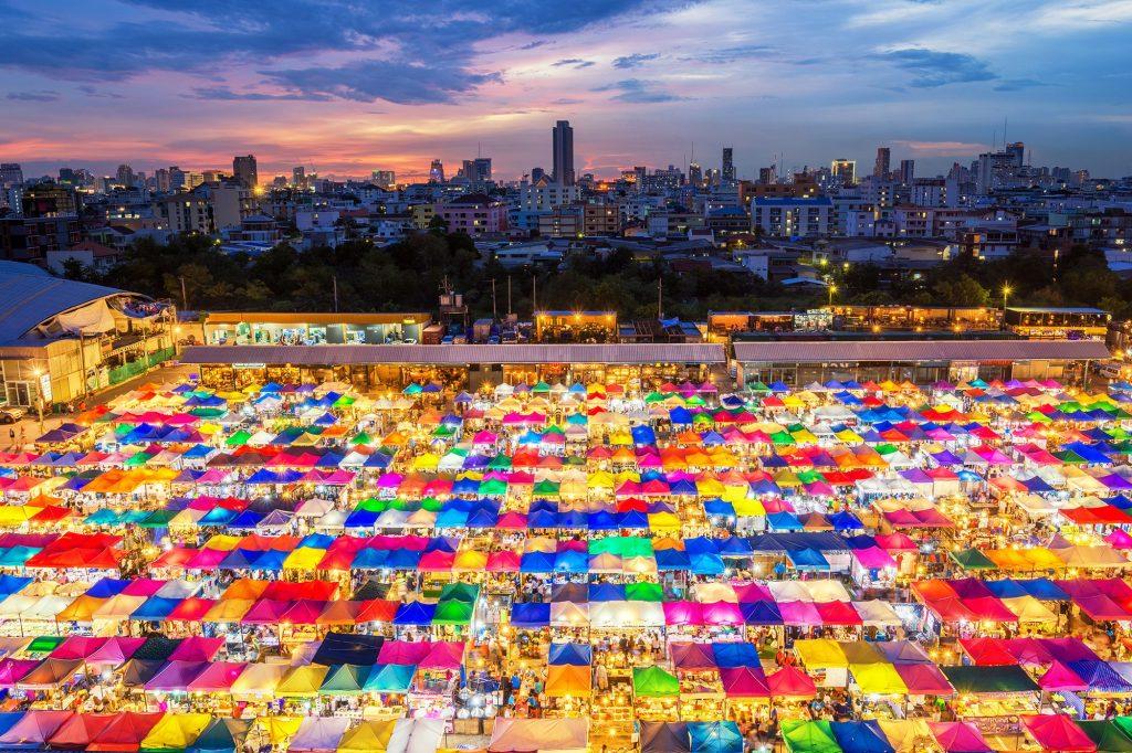 Thailand nightlife, bangkok nightlife, bangkok thailand nightlife, phuket thailand nightlife, pattaya thailand nightlife, thailand shopping, bangkok shopping, what to buy in thailand
