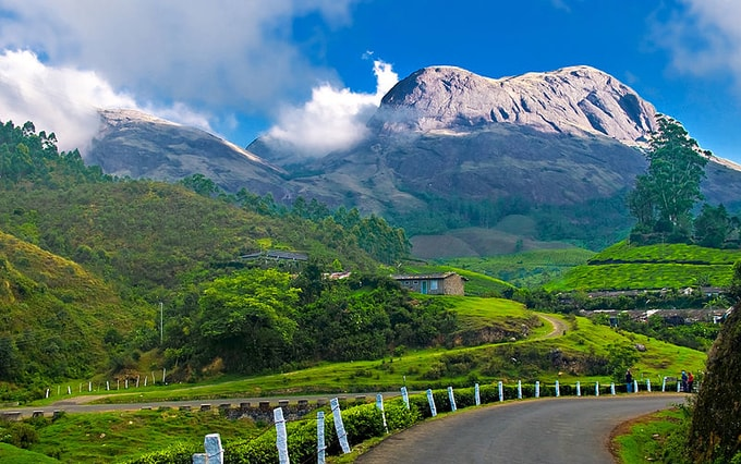 Munnar Kesari Tours| best places to visit in monsoon